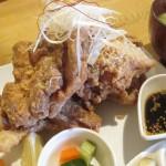 深谷市の定食とカフェ「照(てらす)」で大盛り唐揚げ定食を食べる。