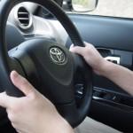 【交通あるある】赤信号なのにずりずり前に進んで行くせっかちな車は、青信号になってもなぜかのんびり走る法則